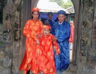 Cháu nội vua Thành Thái bật khóc khi trở về Huế